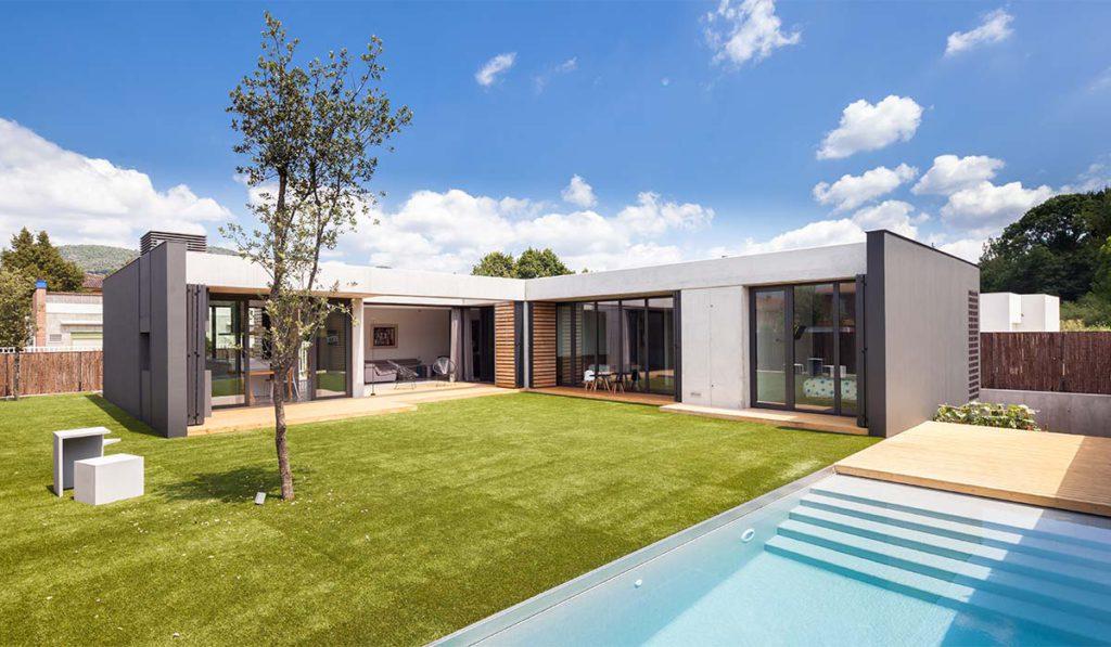 Obra nueva residencial, fachada de casa unifamiliar