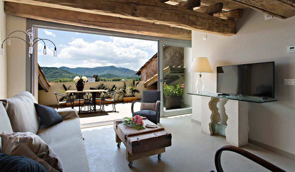 Rehabilitación de apartamento rural, sala de estar y terraza